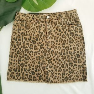 ⬇️😲 NWT • Kensie Leopard Denim skirt • sz 2/26